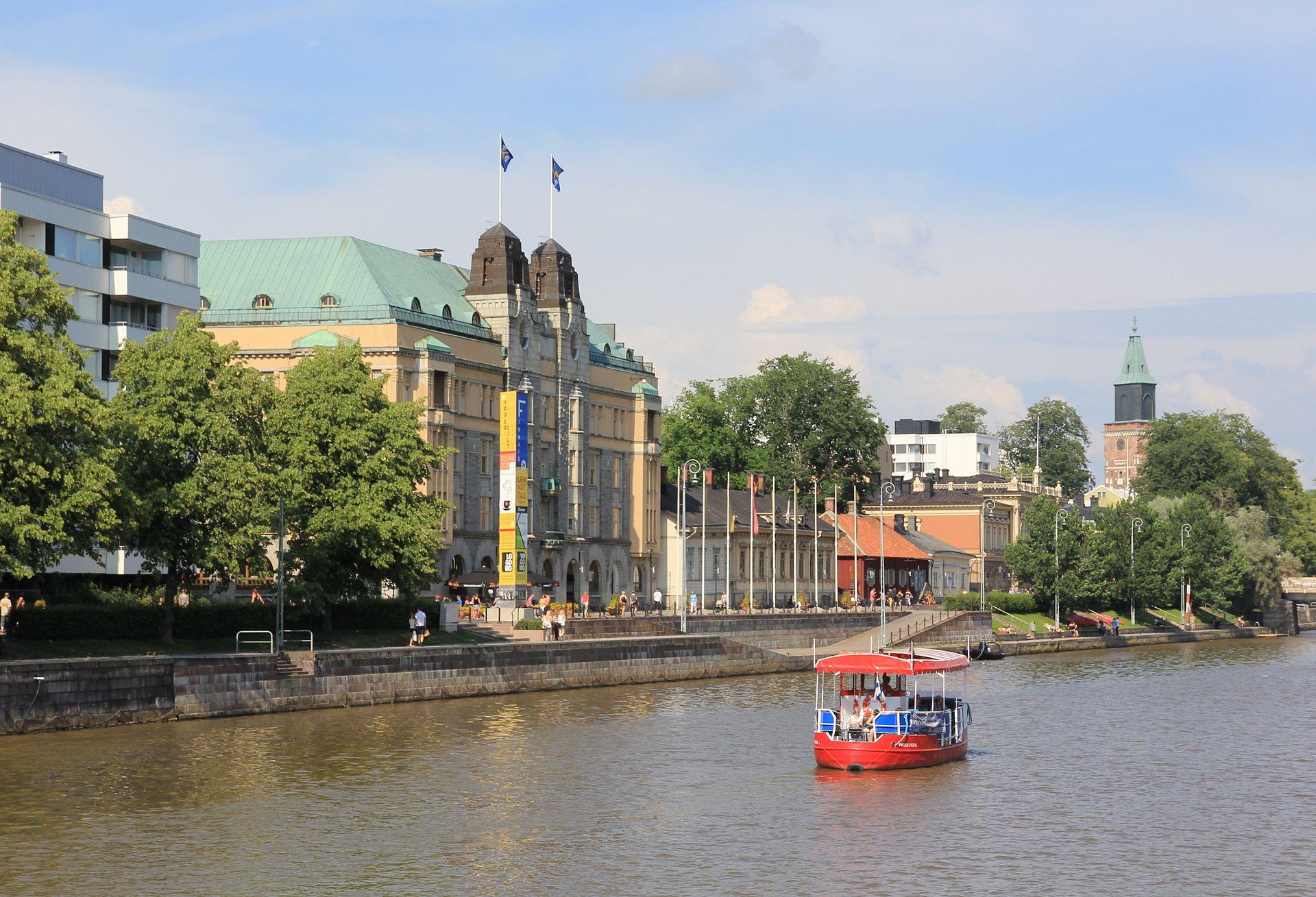 Shore of Aura river in Turku. Image:Wikimedia commons